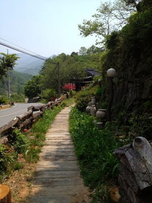 Path to Yi Ho Yeong Home