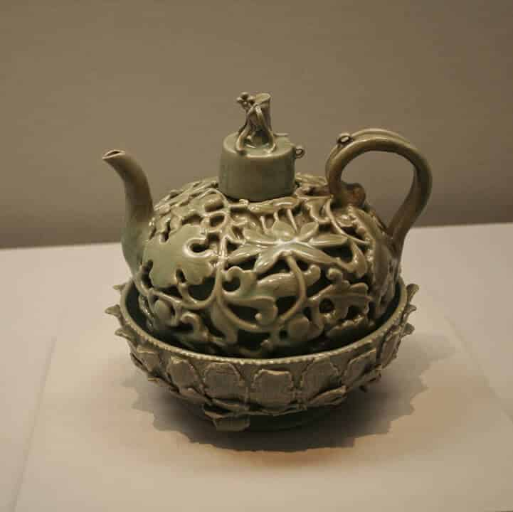 Goryro Dynasty Teapot with Warming Bowl 4